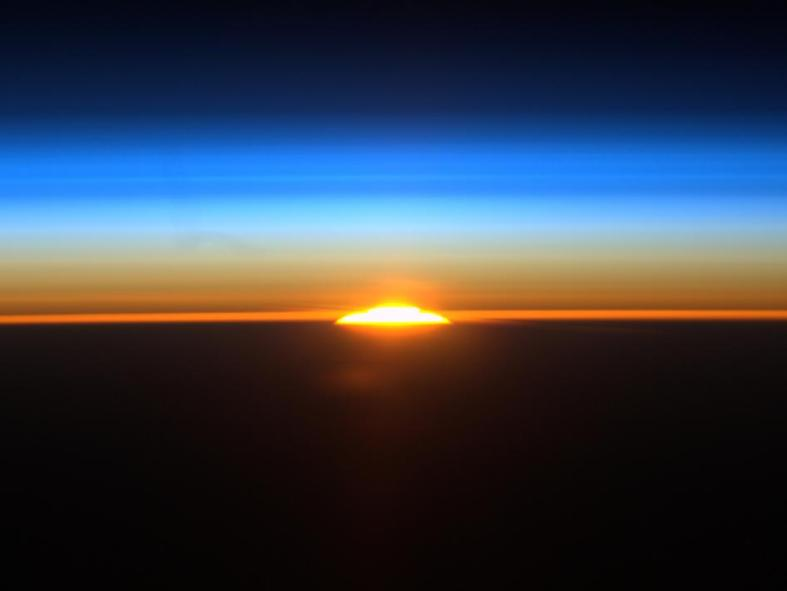582749main_sunrise_from_iss-4x3_946-710